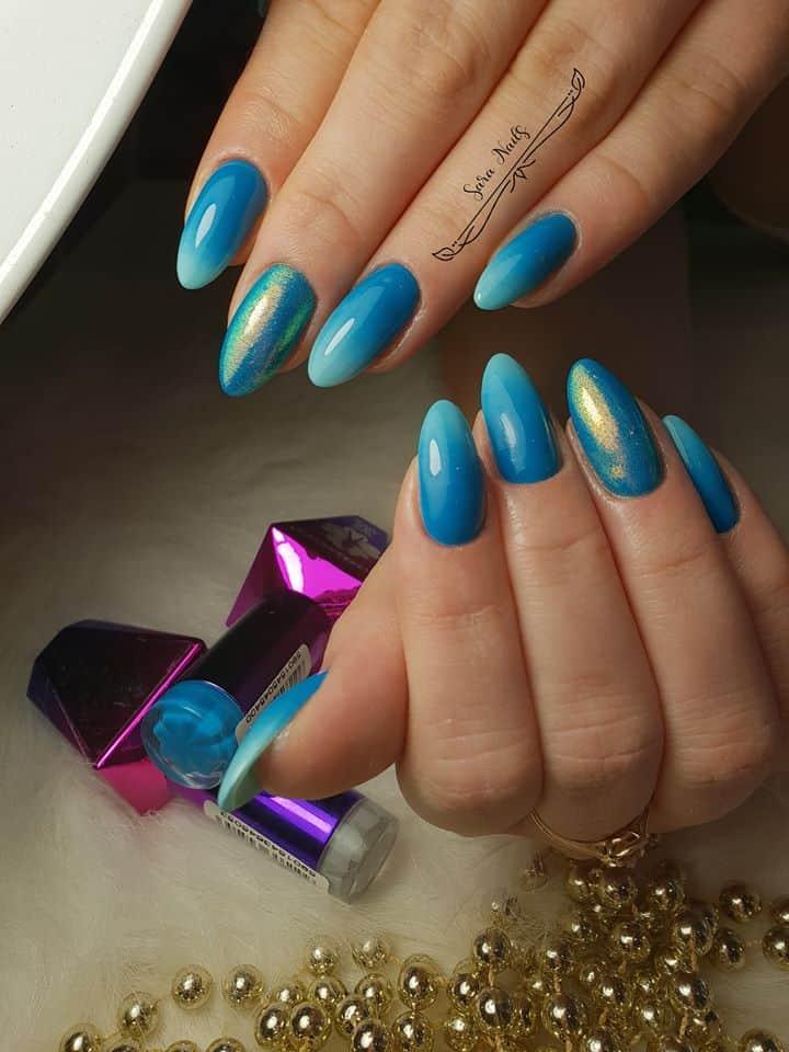 paznokcie hybrydowe w niebieskim kolorze z wolnego brzegi