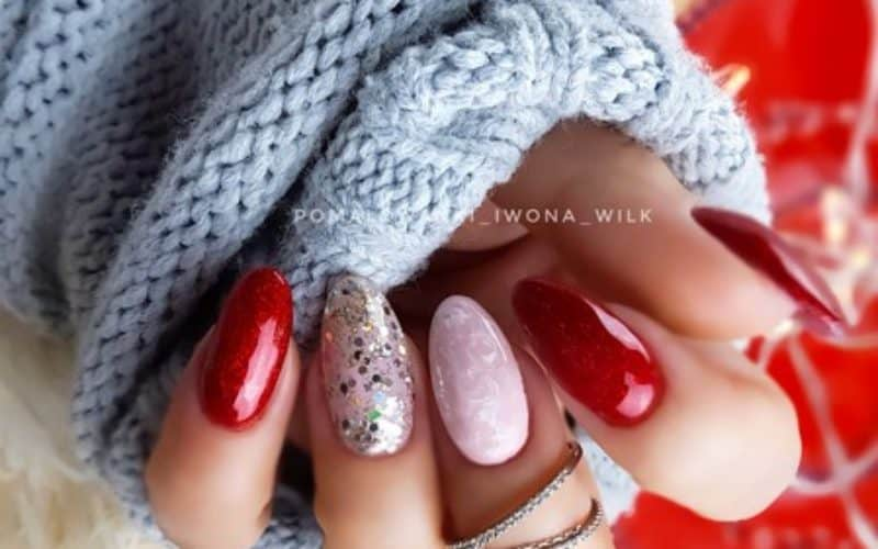 czerwony lakier do paznokci