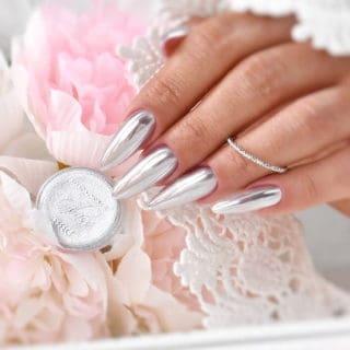 pyłek srebrne paznokcie