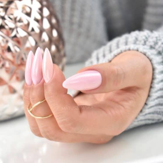 migdałowe paznokcie