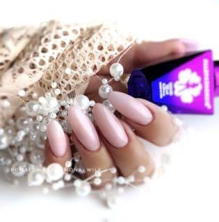 różowe paznokcie żel budujący