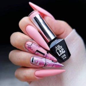 różowe pastelowe paznokcie