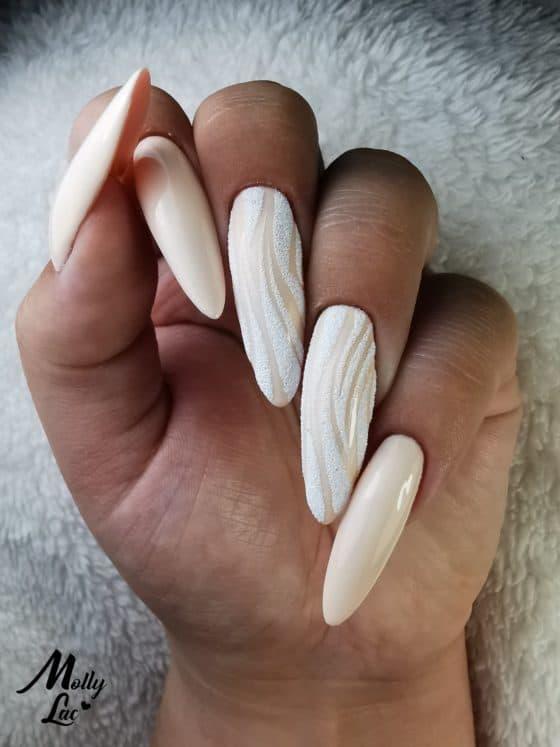 beżowe paznokcie hybrydowe