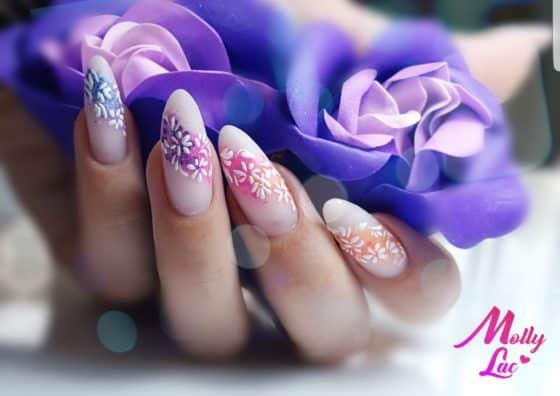 manicure hybrydowy z kwiatkami