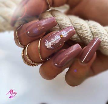 manicure na jesień w brązowym kolorze