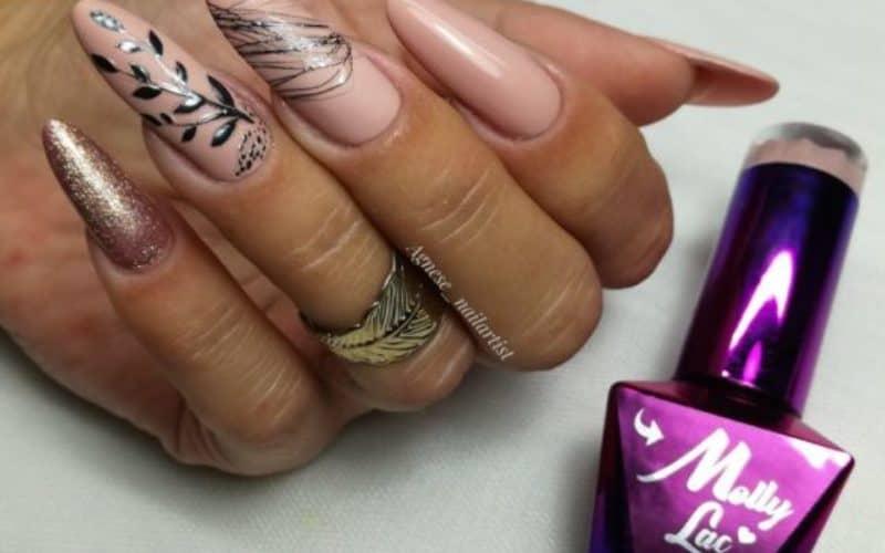 stemple_w_manicure