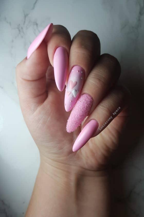 różowe-paznokcie-z-bulion-lux